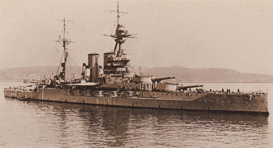 HMS Queen Elizabeth © Imperial War Museum.