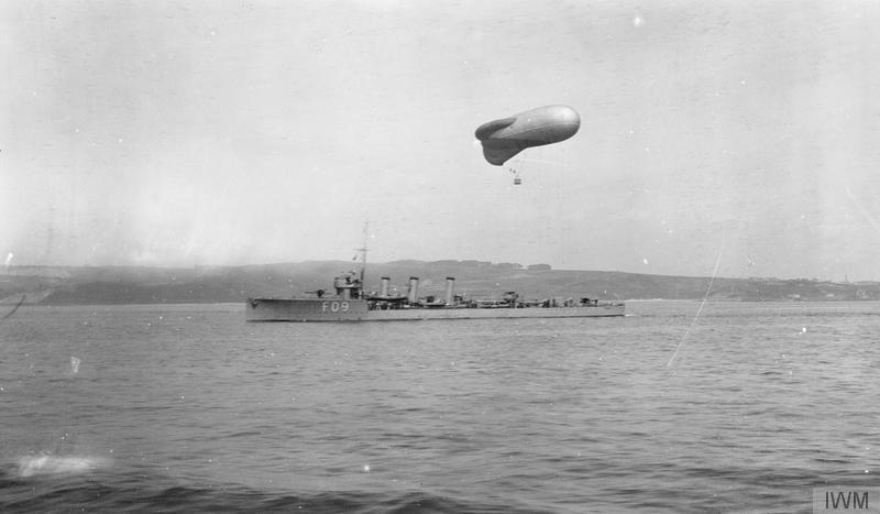 HMS Onslow, pennant number F09, towing a kite balloon off Kirkcaldy ©  Imperial War Museum.