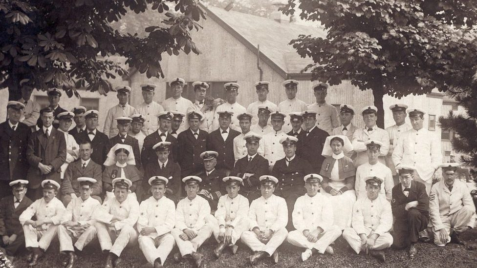 Staff at Queen Mary and Princess Christian Naval Hospital, Butlaw, South Queensferry © Imperial War Museum.