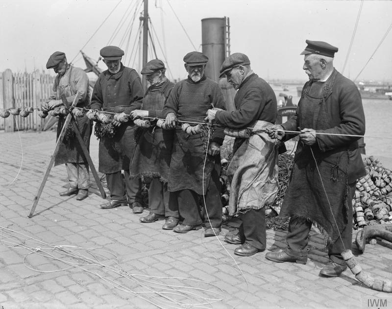 Old sailors making submarine nets in Granton ©  Imperial War Museum.